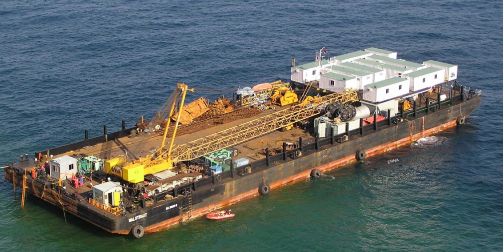 86 Meter Length Accomodation Crane Barge