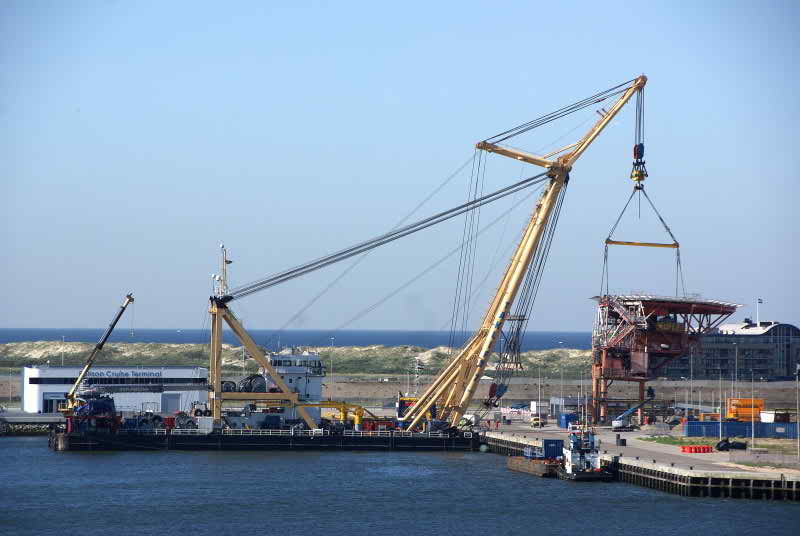 73 Meters Length  Crane Vessel