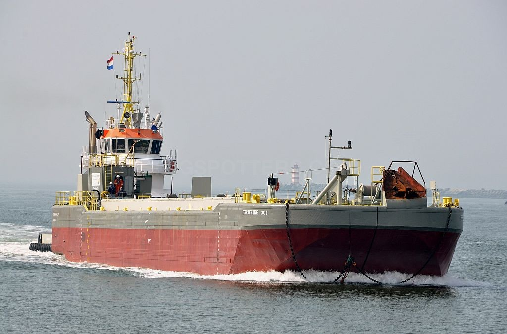 71 Meter Length Barges